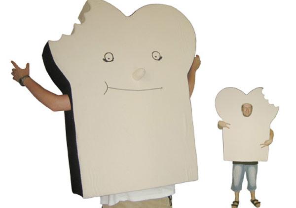 costumes_toast